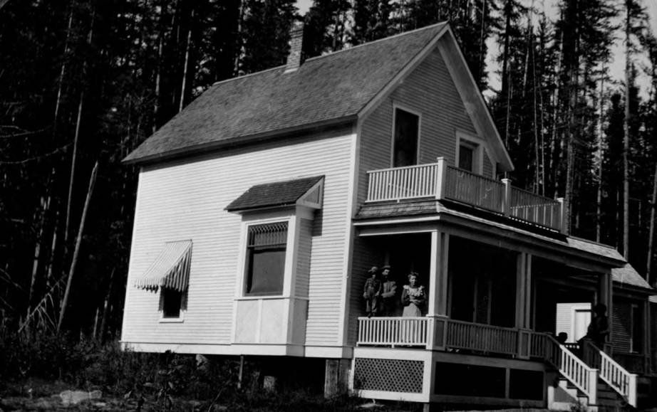 item thumbnail for Well-built ranch house, Pend d'Oreille National Forest
