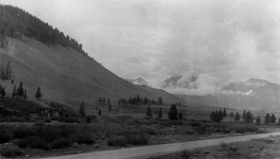 item thumbnail for Sawtooth Mountains, 1 mile north of Stanley
