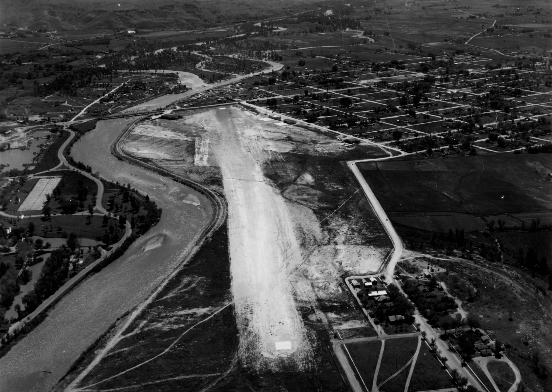 item thumbnail for Boise Airport unpaved runway, aerial