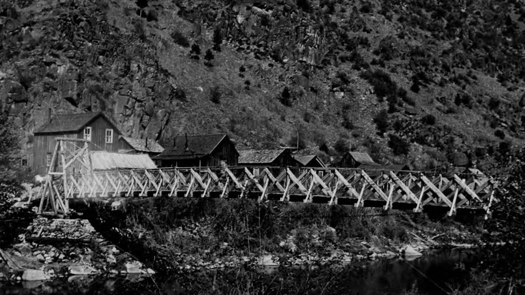 item thumbnail for Bridge at Shoup over Salmon River