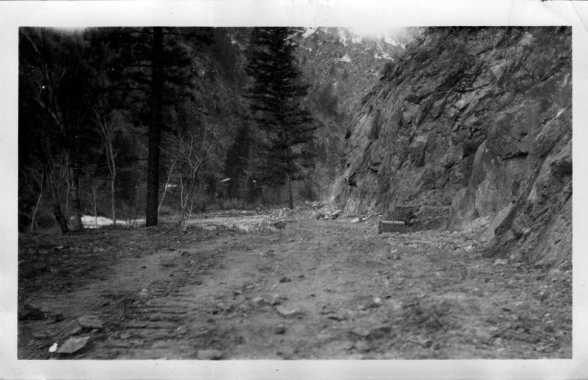 item thumbnail for Road construction along Salmon River below Shoup
