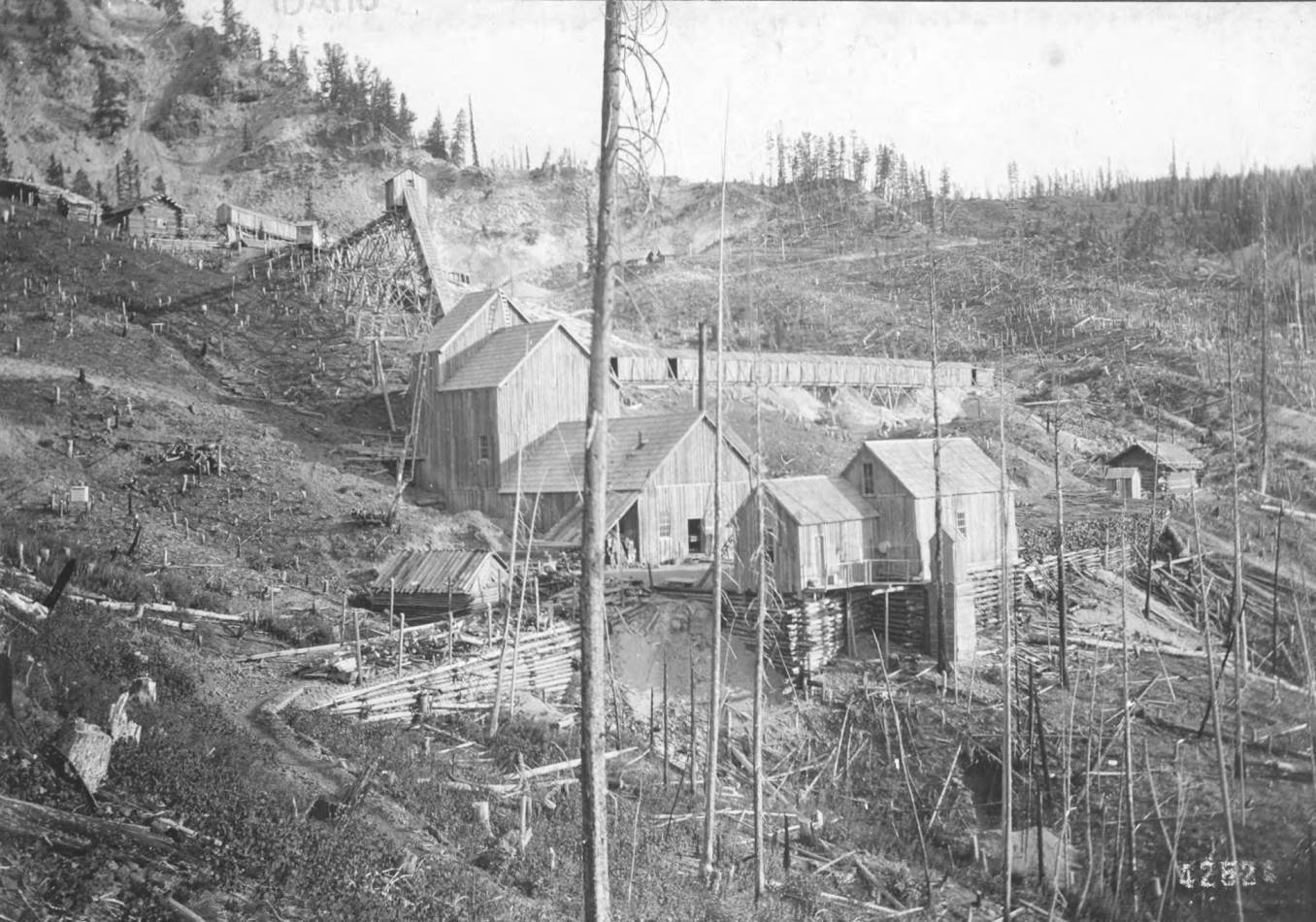 item thumbnail for Dewey Mine Site and Buildings near Roosevelt