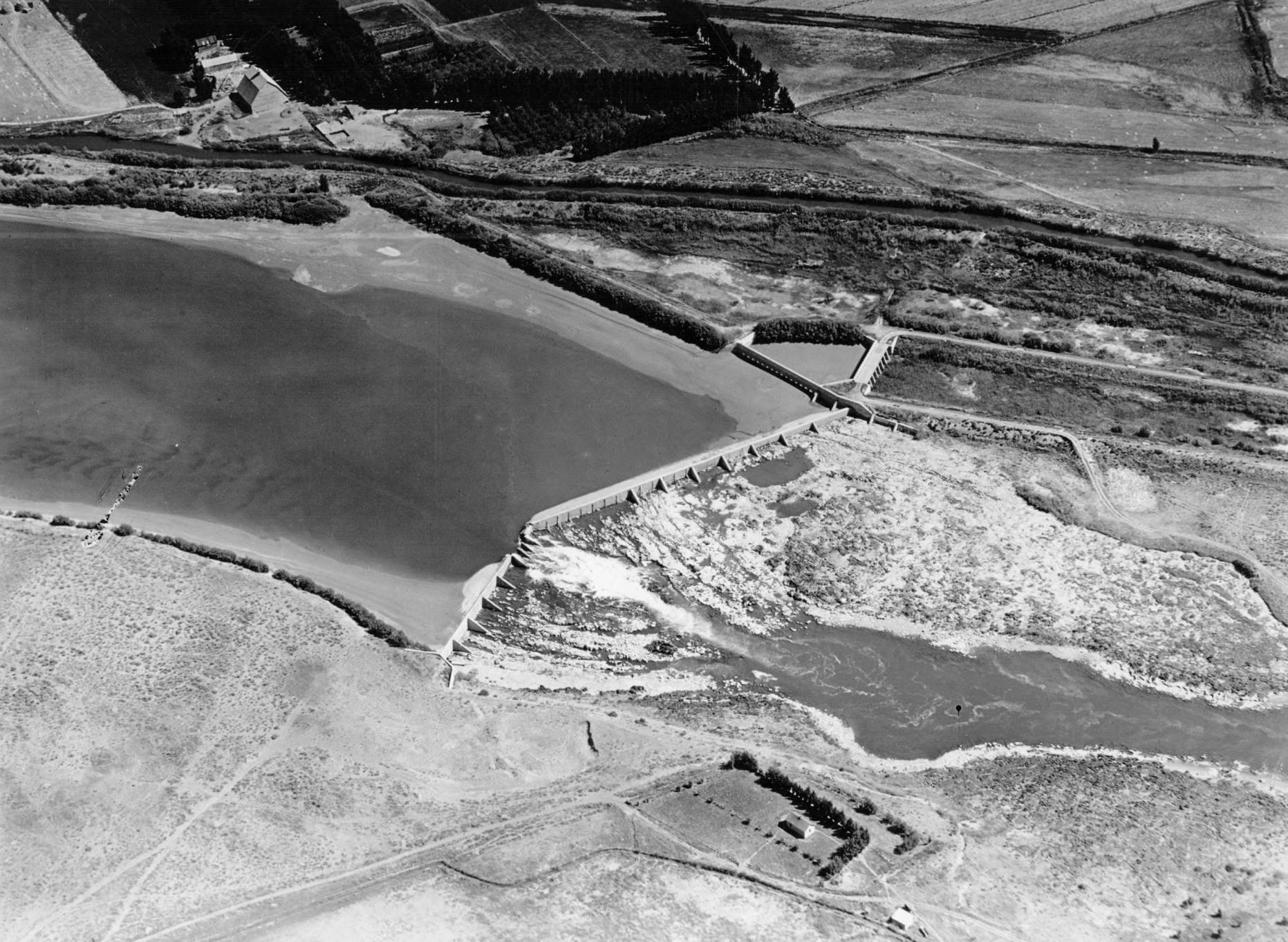 item thumbnail for Reclamation Dam, south of Idaho Falls
