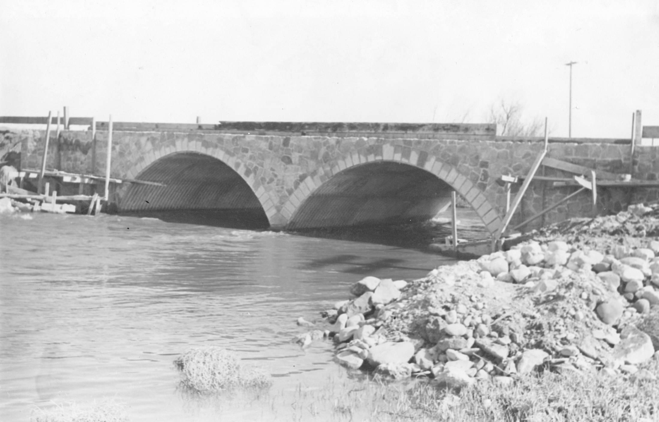 item thumbnail for Swanson Bridge near Pocatello, under construction