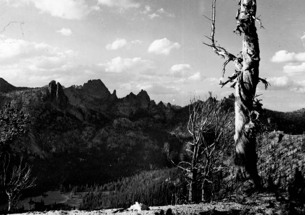 item thumbnail for Snag and ridge above Welcome Lake, Big Horn Crags