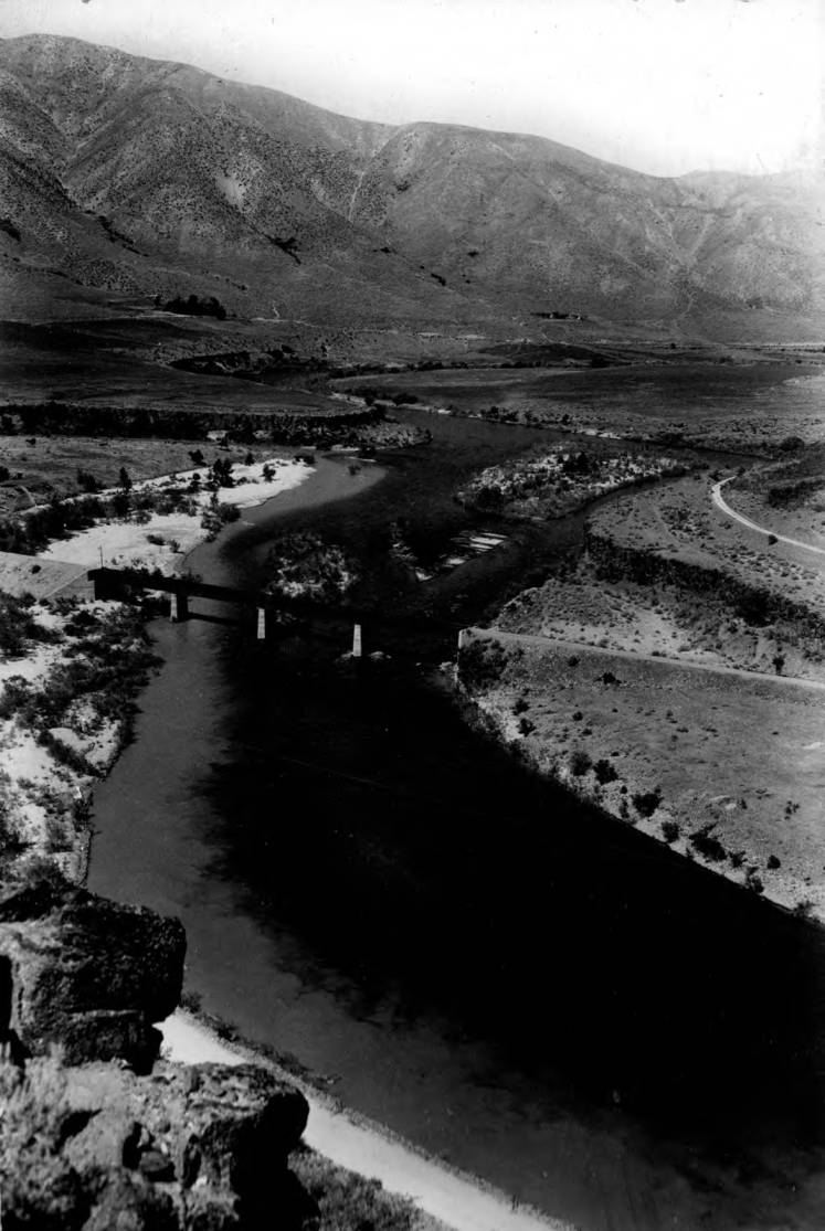 item thumbnail for Mining silt in Boise River near Moores Creek