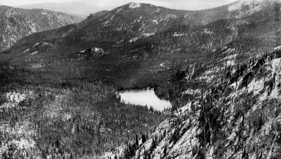 item thumbnail for Yellowjacket Lake at base of Sugar Loaf Mountain