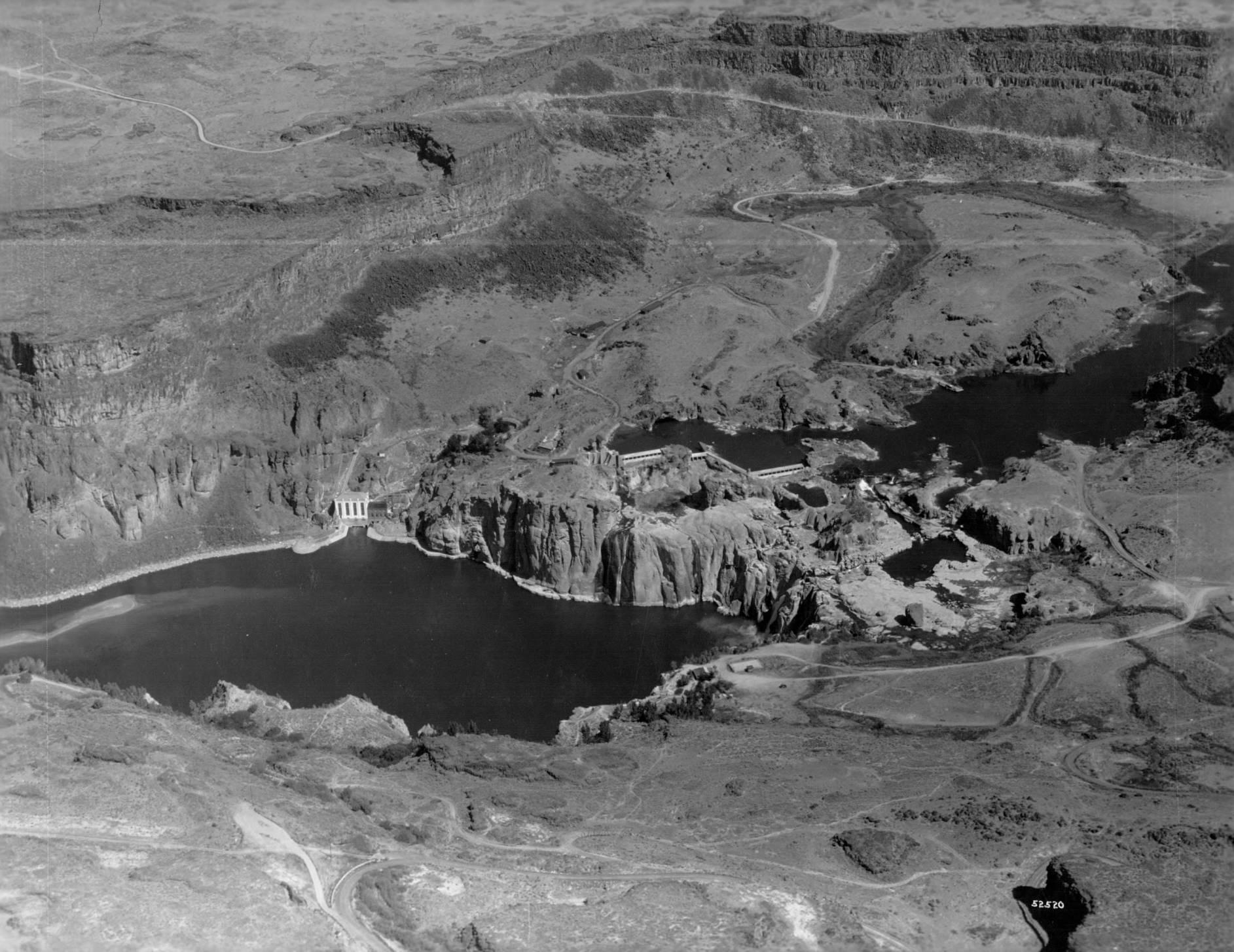 item thumbnail for Shoshone Falls, looking toward north bank of Snake River