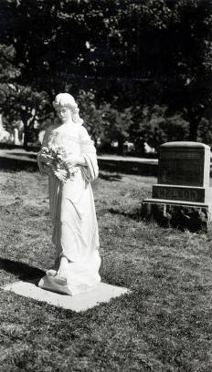 item thumbnail for Statue on grave of Jay Gano at Moscow Cemetery. Moscow, Idaho.