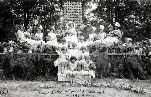 item thumbnail for May Day at Moscow Grade School. Queen and her court. Moscow, Idaho.