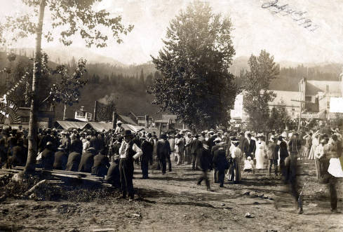 item thumbnail for Boat excursions up the St. Joe River. Crowd of people on bank. Boat 'Idaho' at left, boat 'The Spokane' in center. Ferrel, Idaho.