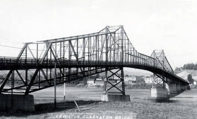 item thumbnail for Lewiston-Clarkston Bridge over the Snake River.