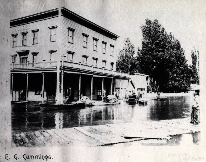 item thumbnail for View of flood at corner of Fifth and Main Streets. Lewiston, Idaho.