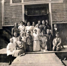 item thumbnail for Group picture of upper grades at Peck, Idaho school.