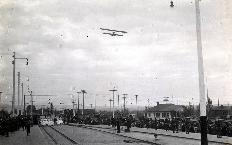 item thumbnail for Crowd, airplane, and train at celebration of coming of Union Pacific main line to Boise, Idaho.