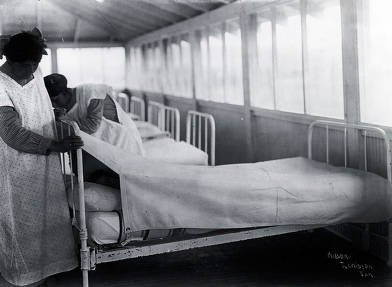 item thumbnail for Nurses caring for patients. Fort Lapwai Indian Sanitarium. Idaho.