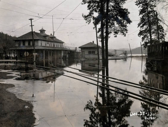 item thumbnail for Flood at Great Northern depot and tracks. Coeur d'Alene, Idaho.