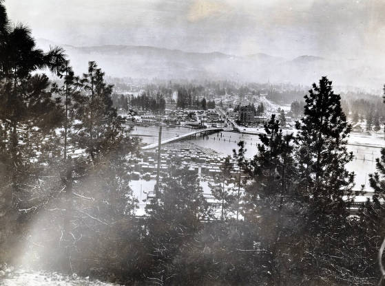 item thumbnail for View of flood from on top of Blackwell Hill looking east. Coeur d'Alene, Idaho.