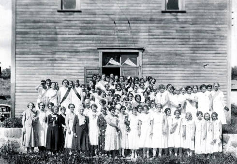 item thumbnail for Group of ladies in front of a building. Troy, Idaho?