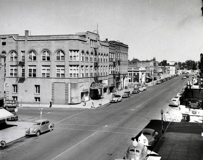 item thumbnail for Main Street from intersection of 4th and Main Streets. Moscow, Idaho.