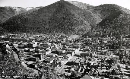 item thumbnail for Panoramic view of Wallace, Idaho.