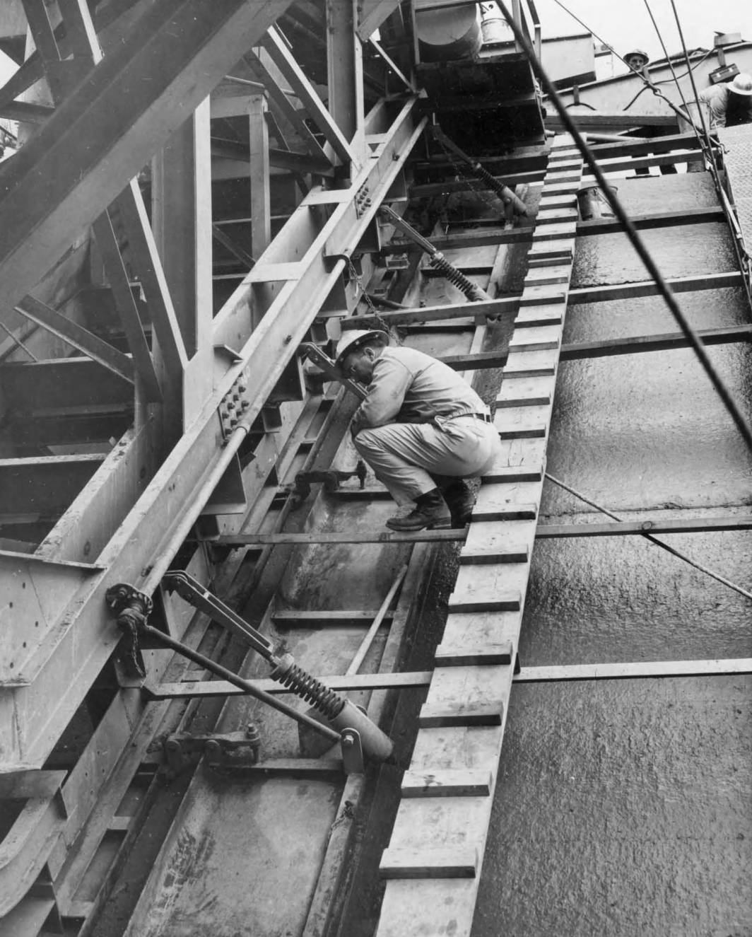 item thumbnail for Close Up Of Lining Machine (Canal lining and construction)