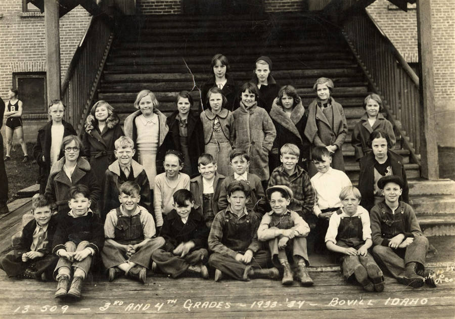 1933 Class of Bovill 3rd and 4th Grade Students