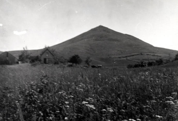 item thumbnail for Steptoe Butte with farm buildings