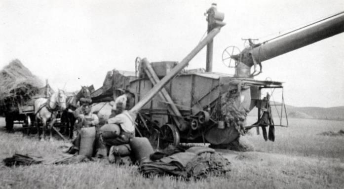 item thumbnail for Mortensen threshing outfit, 1919
