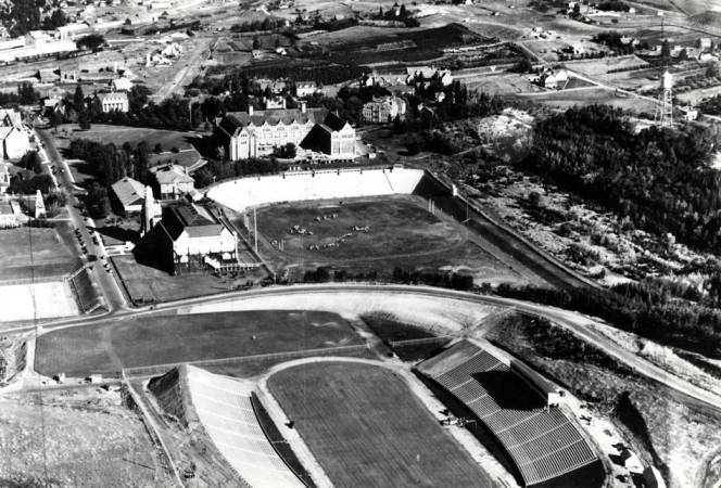 item thumbnail for Aerial of Moscow, looking east at University of Idaho buildings