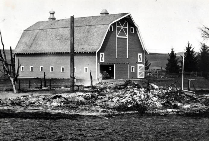 item thumbnail for F.W. (Fred) Hagedorn barn on Airport Road between Pullman and Moscow