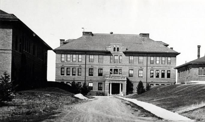 item thumbnail for University of Idaho campus looking at Morrill Hall