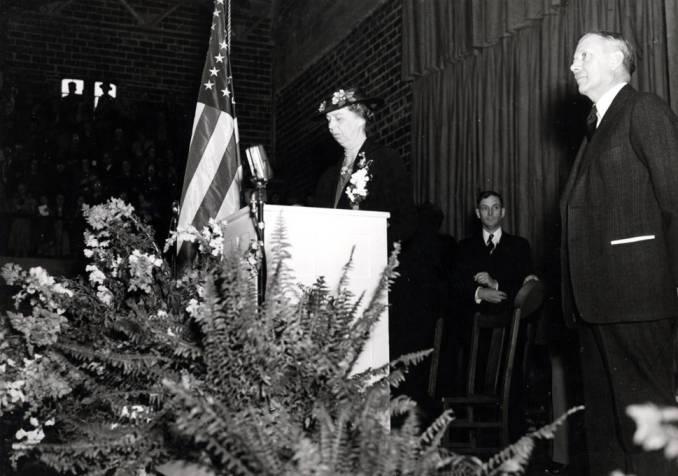 item thumbnail for Eleanor Roosevelt and University of Idaho President Dale at University of Idaho [02]