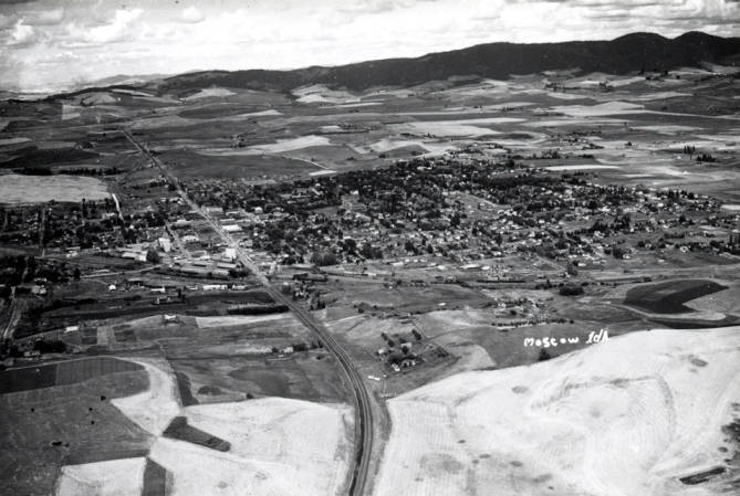 item thumbnail for Aerial of Moscow looking north, Highway 95 in foreground