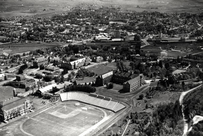 item thumbnail for Aerial of Moscow looking northeast at University of Idaho