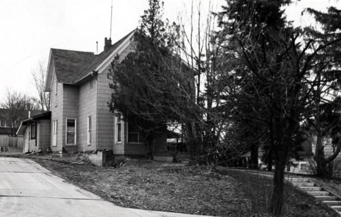 item thumbnail for Lauder house at 122 South Van Buren Street