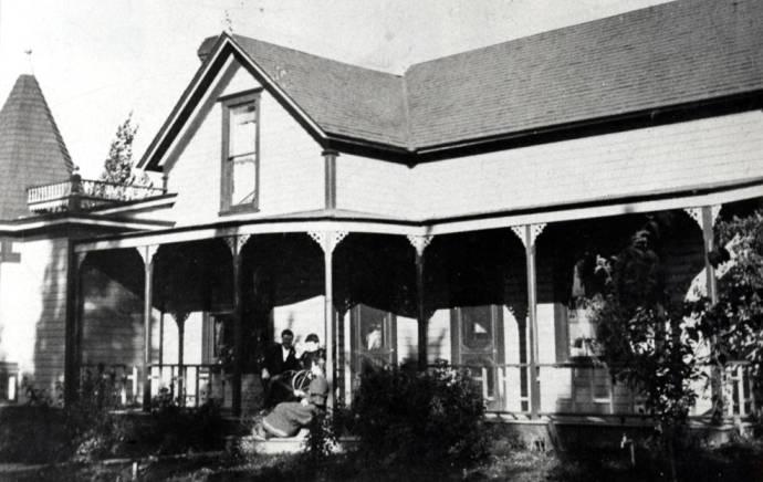 item thumbnail for Watkins house at 402 East Van Buren Street