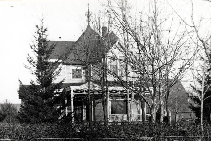 item thumbnail for White house at 318 North Hayes Street [02]
