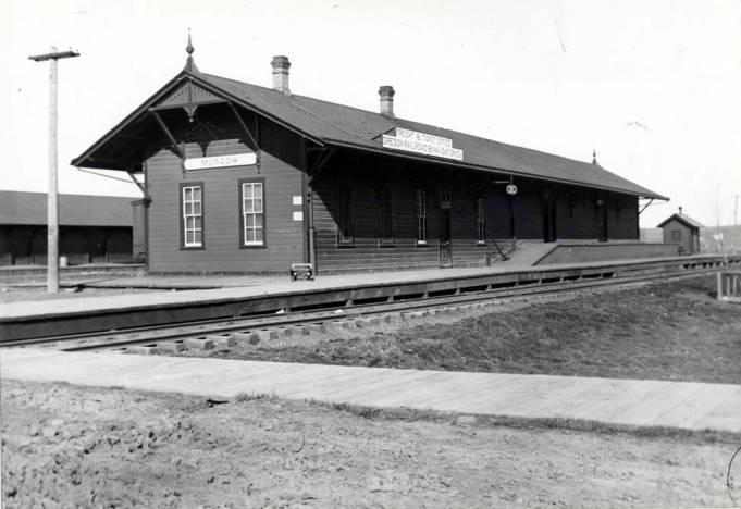 item thumbnail for Oregon Railroad and Navigation Company Railroad depot, circa 1890