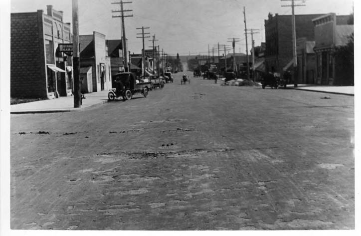item thumbnail for Looking south of Main Street from Fifth Street, circa 1913-14
