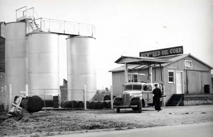 item thumbnail for Richfield Oil Corporation bulk plant on E Main Street