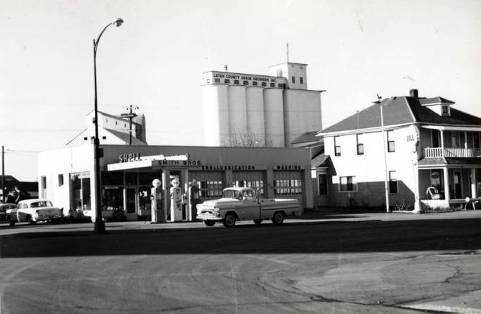 item thumbnail for Shell service station at NW 8th and Main Street