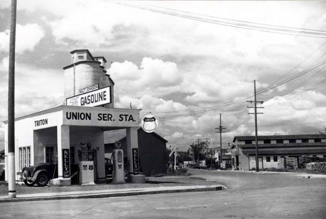 item thumbnail for Service station at NW 8th and Jackson Street