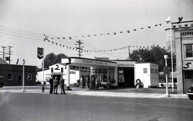item thumbnail for Service station at SW 7th and Main Street