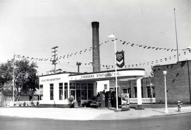 item thumbnail for Standard Stations service station at NW 7th and Main Street [02]