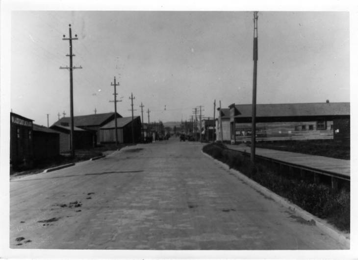 item thumbnail for Looking north on Main Sreet from the area of the railroad crossings