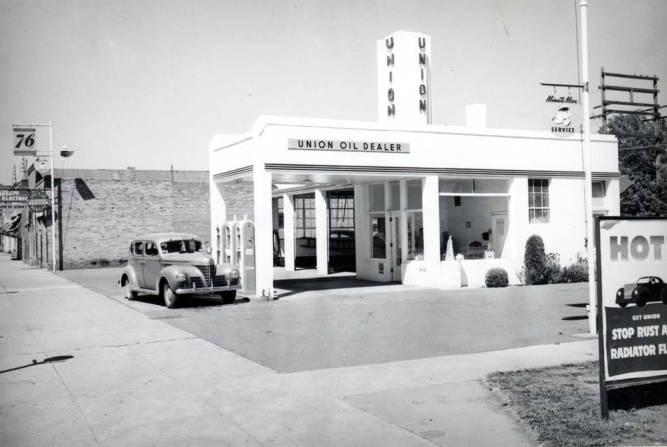 item thumbnail for Service station at NE 7th and Main Street circa 1935