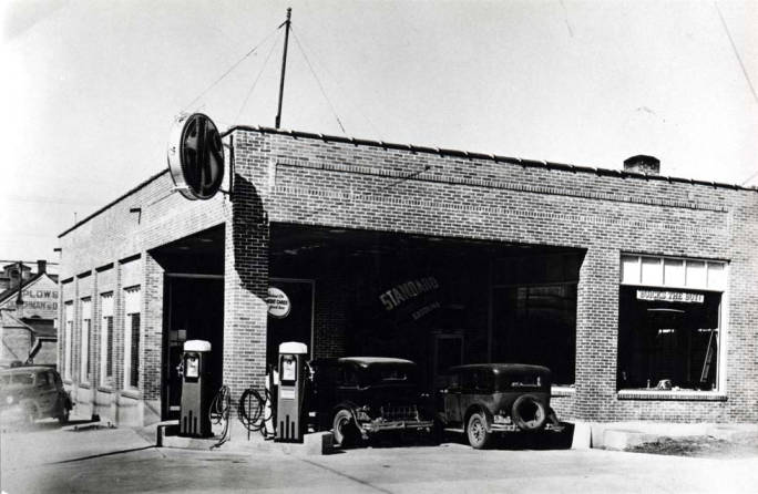 item thumbnail for Service station at NW 6th and Washington St