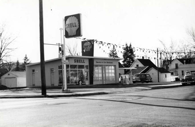 item thumbnail for Shell service station at SW 3rd and Almon Street