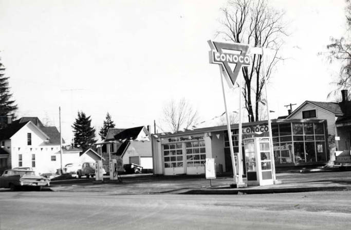 item thumbnail for Conoco service station at SW 3rd & Almon St